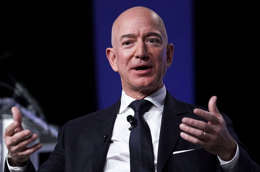 Amazon CEO Jeff Bezos reprimands Bernie Sanders' welcome to hearing on income inequality