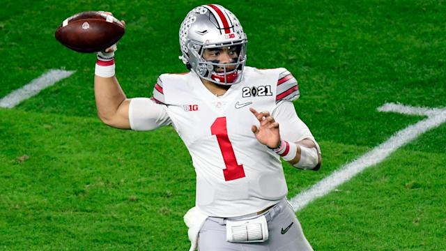 Justin Fields airs it out before 49ers at Ohio State pro day