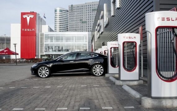 Tesla offers 50% discounts on overnight Supercharger use in California