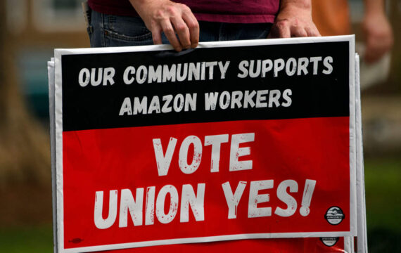 Madison coordinators rally to show fortitude with laborers after Amazon union vote