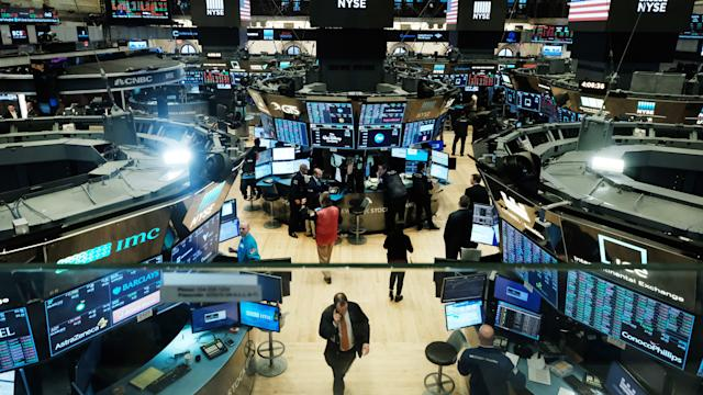 US stocks trade move down as financial backers anticipate retail profit reports