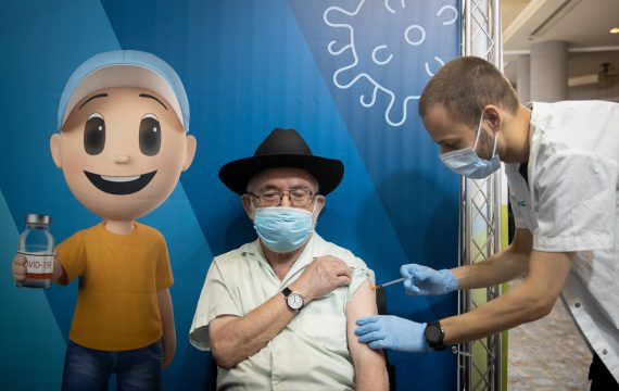 Health Ministry supports COVID boosters to all Israelis more than 40
